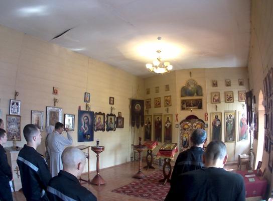 Богослужение в храме ИК-6 УФСИН России по Белгородской области
