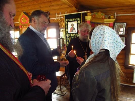 Благодатный огонь из Иерусалима был доставлен в Новооскольскую воспитательную колонию